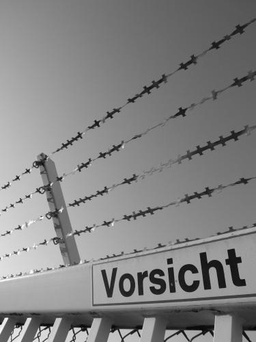 aboutpixel.de / Vorsicht in s/w © peterehmann